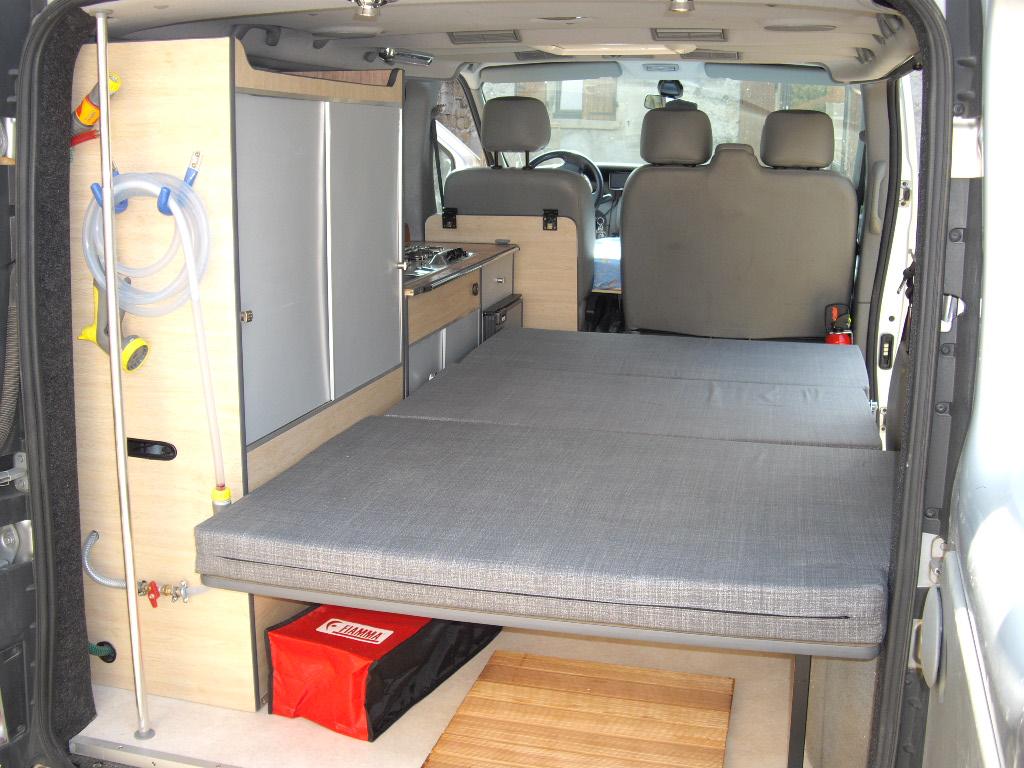amenagement interieur trafic l1h1 sl69 jornalagora. Black Bedroom Furniture Sets. Home Design Ideas